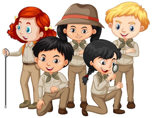 Jungen und mädchen im safari-outfit