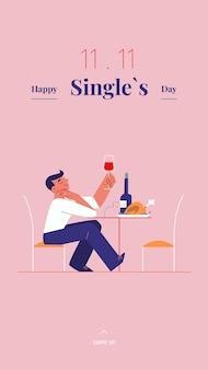 Junger alleinstehender mann feiert singles tag - mit wein und brathähnchen
