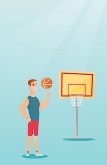 Junger kaukasischer basketball-spieler, der eine kugel spinnt.