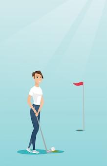Junger kaukasischer golfspieler, der eine kugel schlägt.