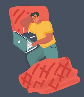 Junger kerl, der im bett liegt, schaut auf laptop