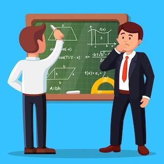 Junger männlicher lehrer auf lektion an der tafel im klassenzimmer. schullehrer, der matheformeln an tafel schreibt. mann denkt, zweifelt.