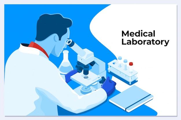 Junger männlicher wissenschaftler, der durch ein mikroskop in einem labor schaut