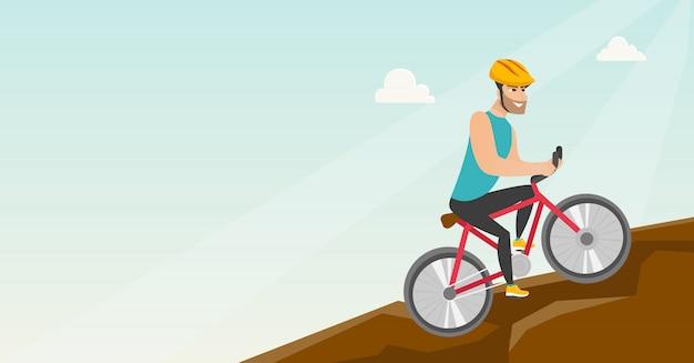 Junger mann auf dem fahrrad, das in die berge reist