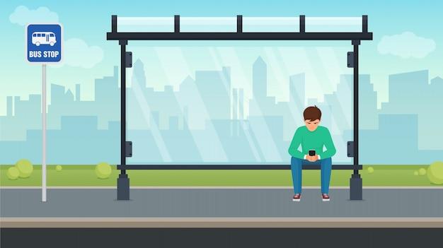 Junger mann, der allein an der bushaltestelle sitzt und sein telefon benutzt. illustration.