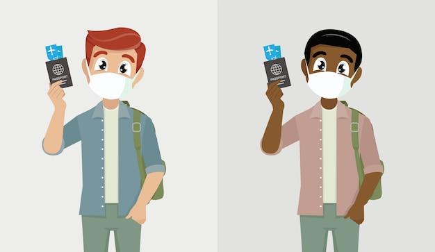 Junger mann, der medizinische maske trägt und pass- und ticketperson zeigt, die gesichtsschutz vor covid abdeckt