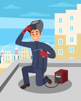 Junger mann, der mit schweißmaschine auf gebäudedach arbeitet. mann in schutzhandschuhen und maske. professioneller schweißer bei der arbeit.