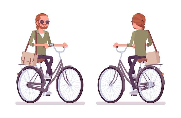 Junger rothaariger mann, der fahrrad fährt