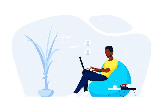 Junger schwarzer mann zu hause, der im stuhlbeutel sitzt und am computer arbeitet. fernarbeit, home office, selbstisolationskonzept. flache artillustration, lokalisiert auf weißem hintergrund.