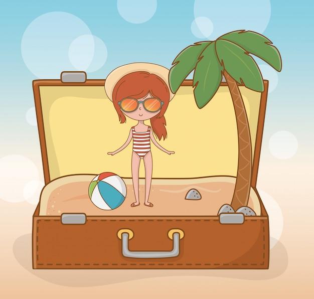 Junges mädchen im koffer auf der strandszene