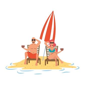 Junges paar, das am strand sitzt, der in stühlen und im regenschirm sitzt