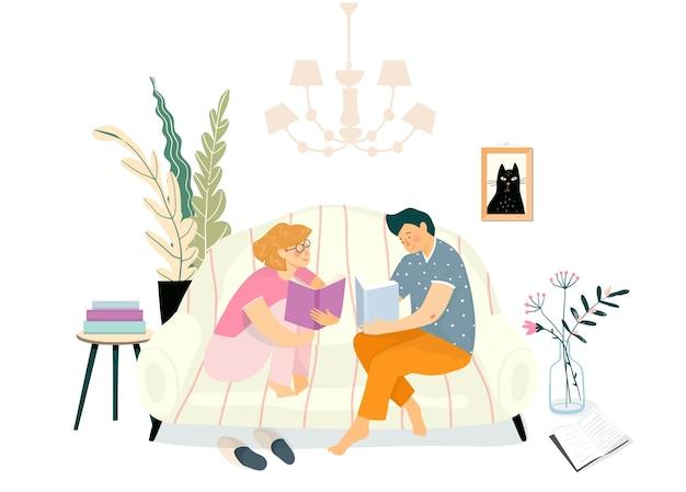 Junges paar, das bücher auf der couch im wohnzimmer liest. alltagsroutine illustration, studium oder entspannende freizeitlesung auf dem sofa zu hause interieur.