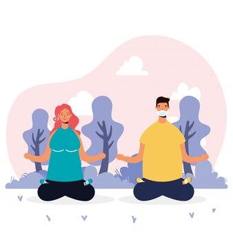 Junges paar, das medizinische masken trägt, die yoga praktizieren