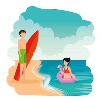 Junges paar mit float und surfbrett am strand