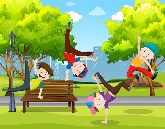 Jungs tanzen im park