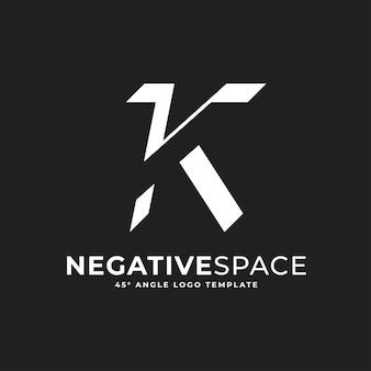 K buchstabe negativer raum geometrische alphabet zeichen logo vektor icon illustration