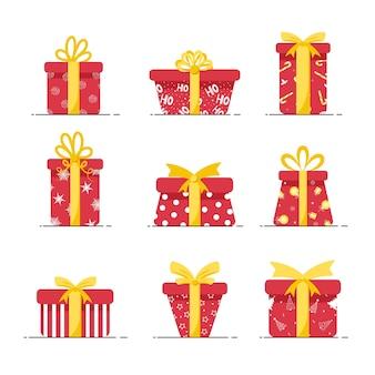 Kästen für geschenke in den roten farben lokalisiert auf weißem hintergrund. weihnachten und neujahr.