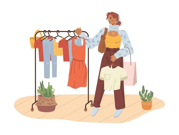 Käuferfrau, die kleiderbügel für den perfekten look auswählt