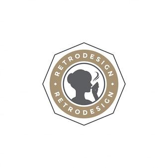 Kaffeestube-emblemschablonenfrauen-getränkschattenbild mit retro- typografievektorillustration
