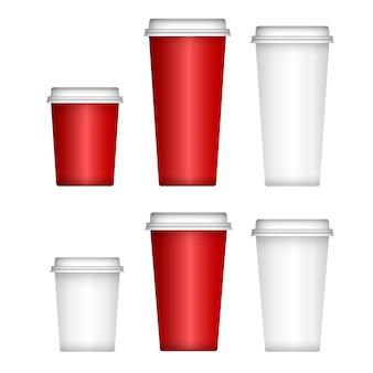 Kaffeetasse aus papier, weißer plastikdeckel. isolierter einwegbecherrohling.