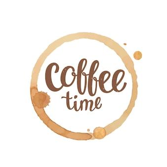 Kaffeetasse fleck und tropfen mit kaffeezeitbeschriftung. vektor-illustration
