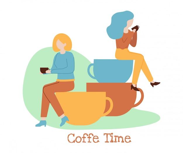 Kaffeezeit-fahnen-frauen-getränk, das auf stapel-schale sitzt