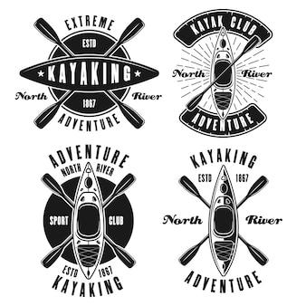 Kajak-set von vier vektor-monochrom-emblemen, etiketten, abzeichen oder logos isoliert auf weißem hintergrund