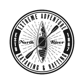 Kajakfahren rundes schwarzes vektoremblem, etikett, abzeichen oder logo im vintage-stil isoliert auf weißem hintergrund