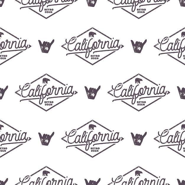 Kalifornien surfen monochromes nahtloses muster mit shaka-zeichen und typografieelementen. wildnis-tapetendesign. weißer isolierter hintergrund. für webdesign, t-shirts, geschenkpapier. stock vektor