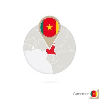 Kamerun-karte und flagge im kreis. karte von kamerun, kamerun-flaggenstift. karte von kamerun im stil des globus. vektor-illustration.