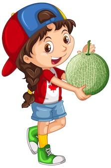 Kanadisches mädchen, das kappe trägt, die eine melone in stehender position hält