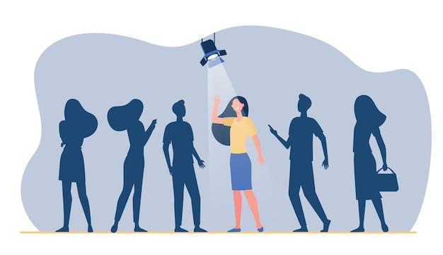 Kandidat gewinnt wettbewerb für job. frau im rampenlicht, gruppe im schatten. karikaturillustration