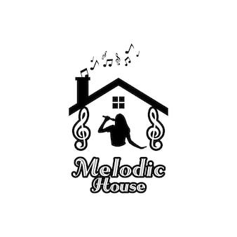 Karaoke-haus-logo mit silhouette einer singenden frau und ton
