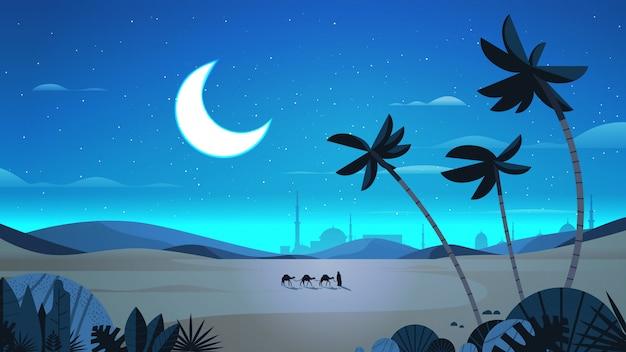 Karawane der kamele, die durch nachtwüste eid mubarak grußkarte ramadan kareem schablone arabische landschaft horizontale in voller länge illustration gehen