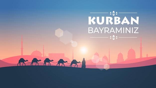 Karawane der kamele, die durch wüste auf sonnenuntergang eid mubarak grußkarte ramadan kareem vorlage arabische landschaft horizontale in voller länge illustration gehen