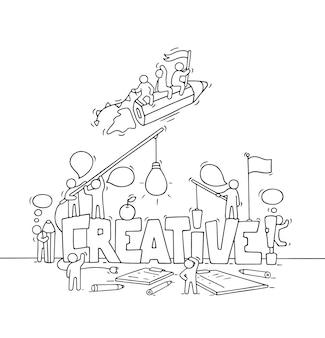 Karikatur arbeitende kleine leute mit großem wort kreativ. kritzeln sie süße miniaturszene von arbeitern über kreativität und startup. hand gezeichnete karikaturillustration