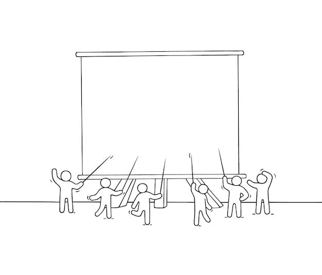 Karikatur arbeitende kleine leute mit großer tafel. kritzeln sie niedliche miniaturszene mit platz für text. hand gezeichnet für geschäftsdesign und infografik.