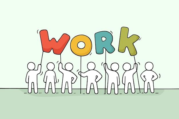 Karikatur arbeitende kleine leute mit wortarbeit. gekritzel niedliche miniaturszene der arbeiter halten briefe. hand gezeichnete karikaturillustration