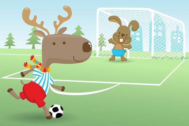Karikatur des elchs mit dem kaninchen, das fußball im fußballfeld spielt