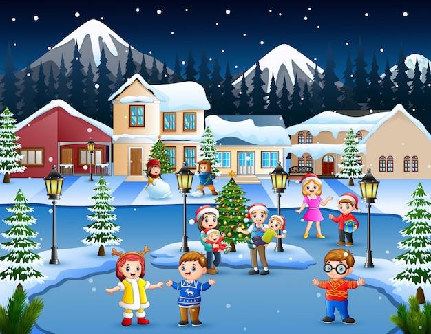 Karikatur des glücklichen kindes und der familie, die im schneienden dorf spielt