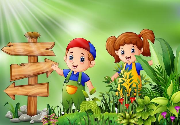 Karikatur des kleinen landwirts stehend neben wegweiser