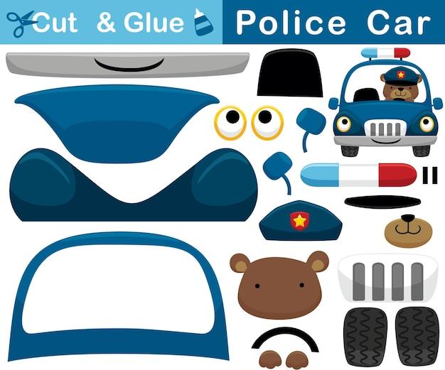 Karikatur des lustigen bären auf polizeiauto. bildungspapierspiel für kinder. ausschnitt und kleben