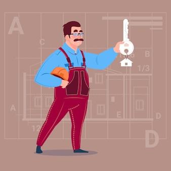 Karikatur-Erbauer, der Schlüssel vom neuen Haus hält