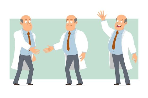 Karikatur flacher lustiger fetter kahler doktormanncharakter in weißer uniform mit krawatte. junge händeschütteln und willkommensgeste zeigen. bereit für animation. auf grünem hintergrund isoliert. einstellen.