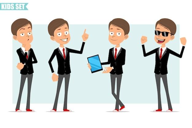 Karikatur flacher lustiger geschäftsjungencharakter in der schwarzen jacke mit roter krawatte. kind, das aufmerksamkeitszeichen, muskeln zeigt und smart tablet hält. bereit für animation. auf grauem hintergrund isoliert. einstellen.