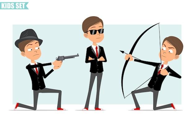 Karikatur flacher lustiger geschäftsjungencharakter in der schwarzen jacke mit roter krawatte. kinderschießen vom bogen mit pfeil und altem revolver. bereit für animation. auf grauem hintergrund isoliert. einstellen.