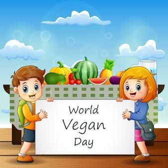 Karikatur zwei kinder, die einen zeichentext des welt vegan day halten