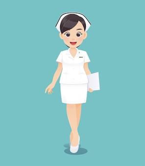 Karikaturärztin oder -krankenschwester in der weißen uniform, die ein klemmbrett, lächelndes weibliches pflegepersonal, vektorillustration im charakterdesign hält