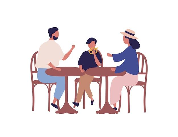 Karikaturfamilie, die am tisch in der flachen vektorillustration der cafeteria sitzt. bunte eltern und kinderjunge beim mittagessen im bistro im freien isoliert auf weißem hintergrund. mutter, vater und sohn essen zusammen.