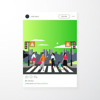 Karikaturfußgänger, die durch fußgängerübergang lokalisierte flache vektorillustration gehen. leute, die alleenstraße überqueren